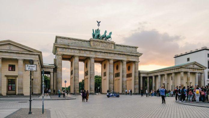 Berlín se asoma libre sobre el Muro