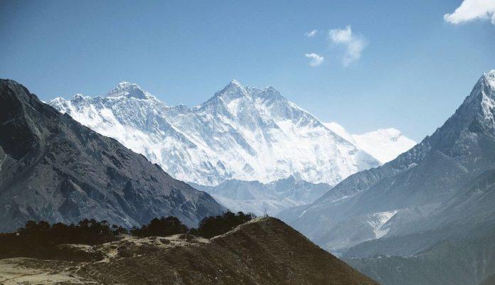 ¿Dónde se encuentran las 5 montañas más altas del mundo?
