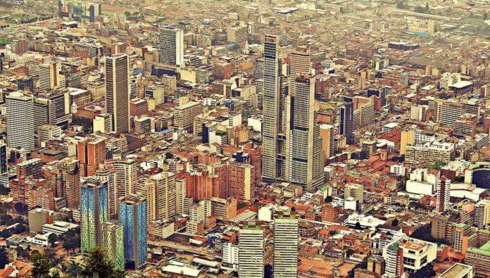 Reanuda Colombia sus vuelos internacionales