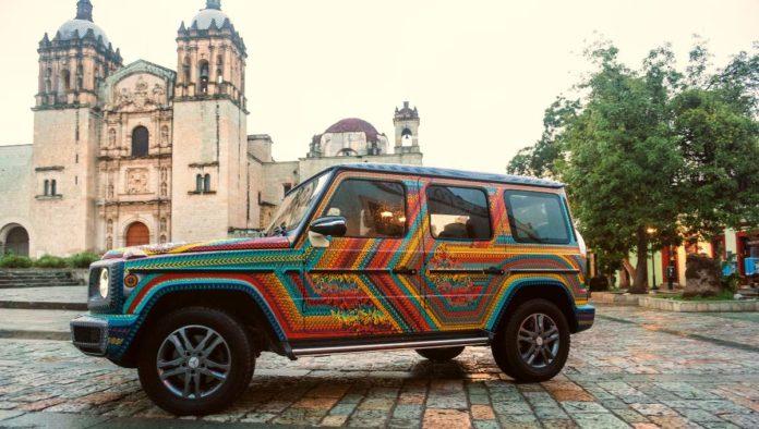 Increíble Mercedes Benz Clase G con outfit tradicional zapoteca