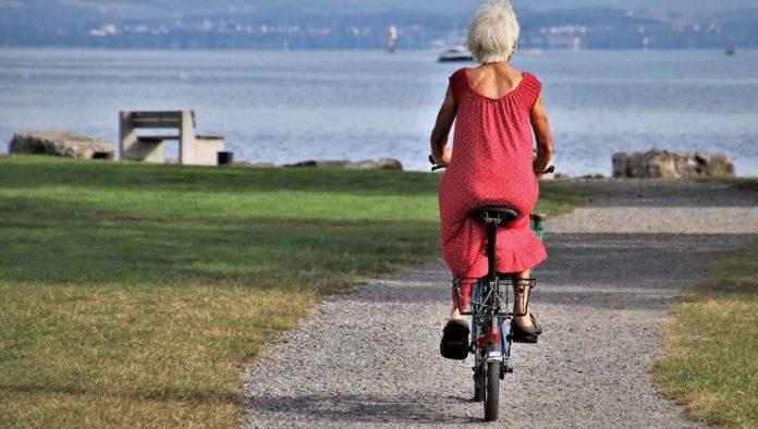¿Se puede dar la vuelta al mundo en bicicleta? Conoce la historia de la mujer que lo logró