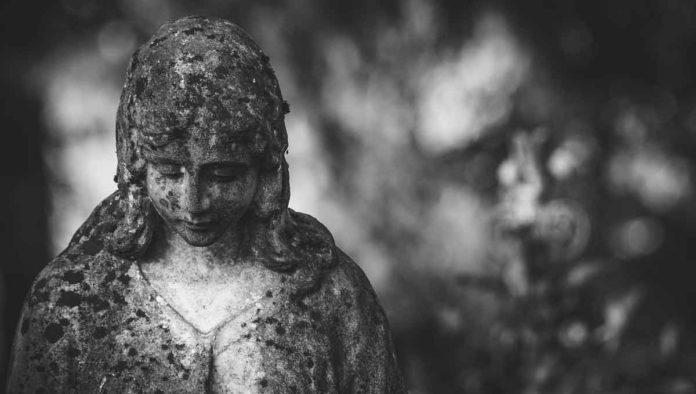 Plañideras - El oficio de llorar el dolor ajeno