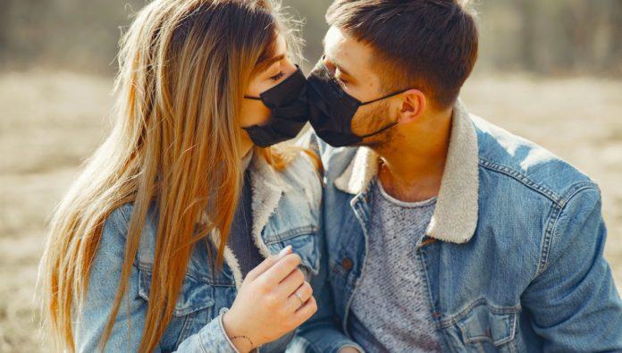 Europa: recomendaciones para tener relaciones sexuales con extraños durante la pandemia