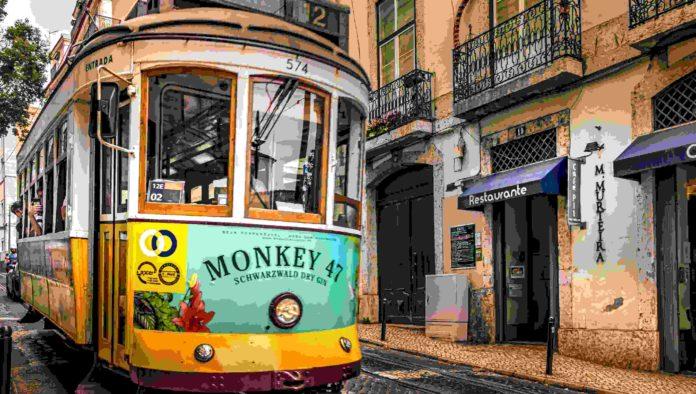 6_paradas_por_el_antiguo_barrio_de_alfama_en_portugal_mexico_travel_channel_1200X680-