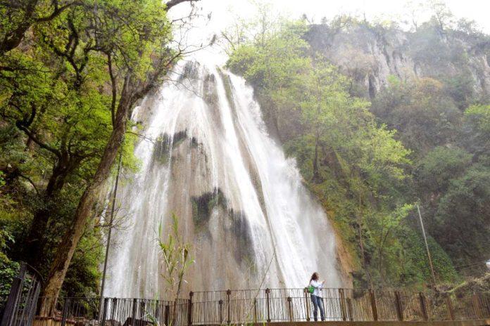 Cascada Cola de Caballo: hipnotizante caída regia