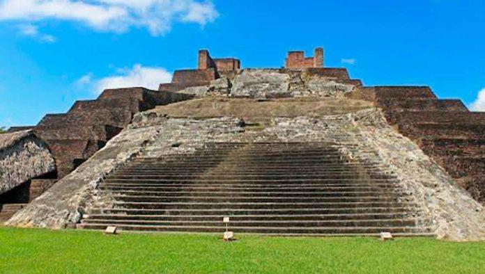 Zona arqueológica de Comalcalco, antiguo cementerio maya