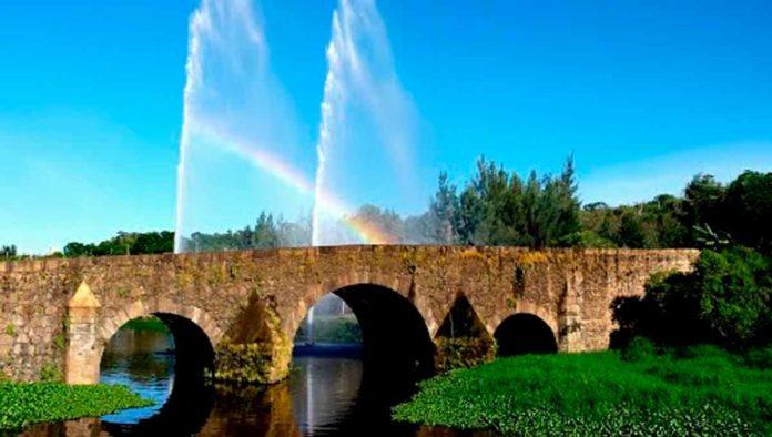 Puente de Calderón - La entrada a los Arcos de Jalisco