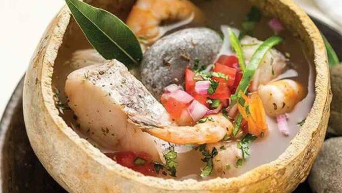 Saborea el delicioso y tradicional caldo de piedra