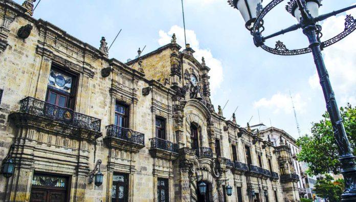 Jalisco y Volaris entregan cupones de descuento para hoteles