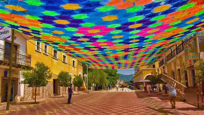 Etzatlán rompe Récord Guinness por el tejido más grande del mundo