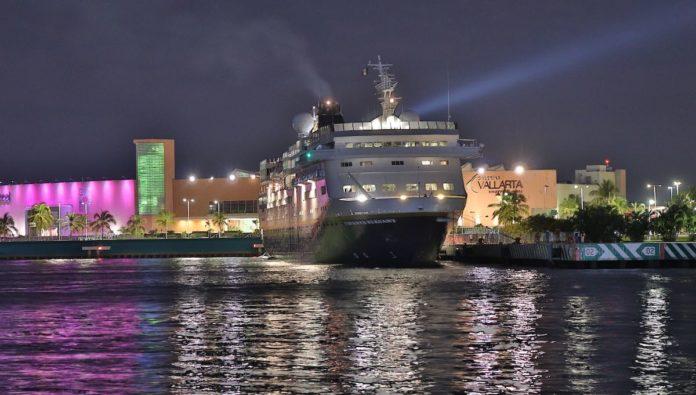 Arriba Vidanta Elegant a Puerto Vallarta, el primer crucero mexicano de gran lujo