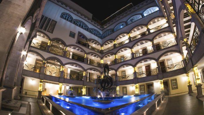 """""""El Buki"""" inaugura oficialmente su hotel Mansión Solís en Morelia"""