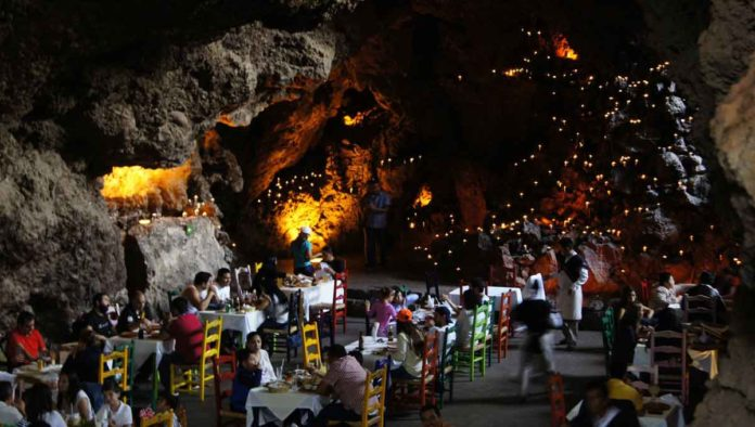 Ven al restaurante La Gruta Teotihuacán y vive la magia del México prehispánico