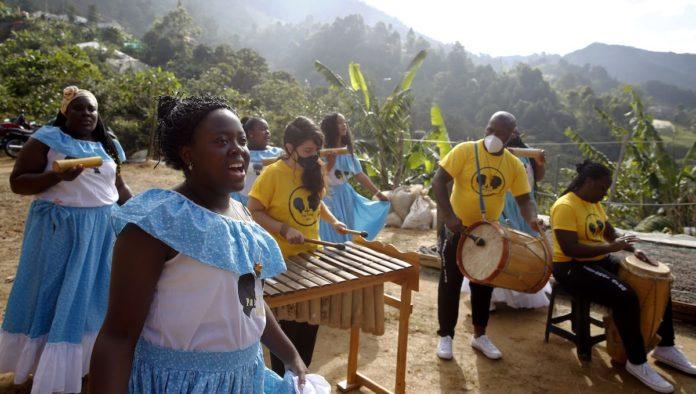 La Sierra, barrio de Medellín que cambió la violencia por café, música y huertas