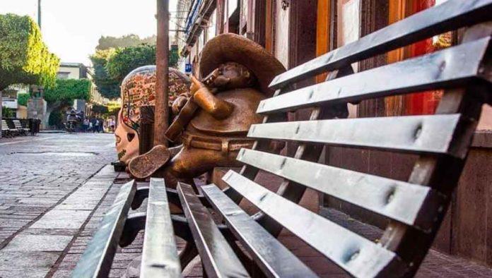 Conoce la tierna escultura del Mariachi Rechoncho en Tlaquepaque