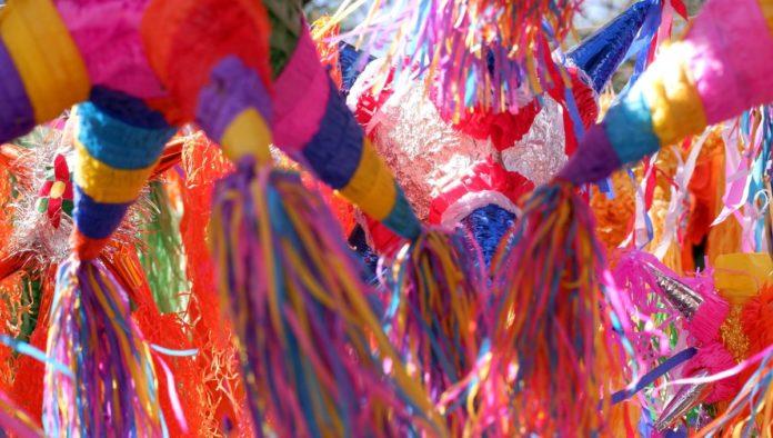 """""""Dale, dale, dale, no pierdas el tino..."""", hacia la historia de la piñata mexicana"""