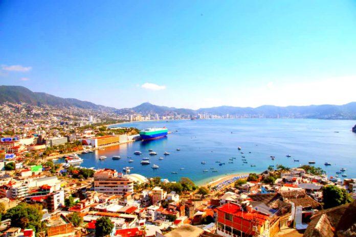 Playas de Acapulco cierran parcialmente