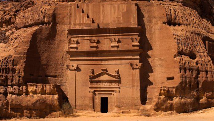 Hegra: la ciudad tallada en piedra abre sus puertas después de 2000 años