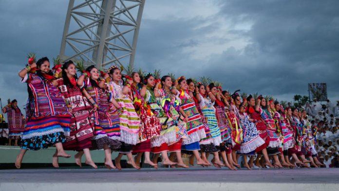 Oaxaca y su danza Flor de Piña