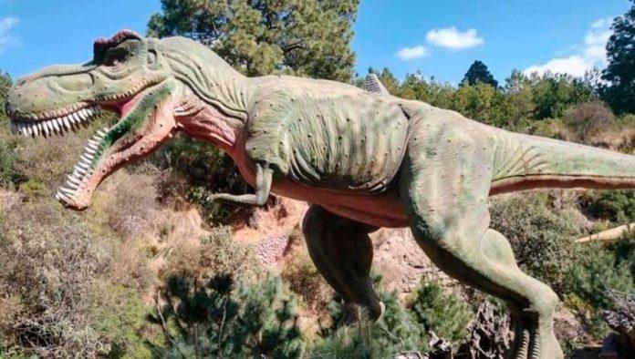 Demuestra tu valentía entre dinosaurios, laberintos y cabañas en Volcanic Park