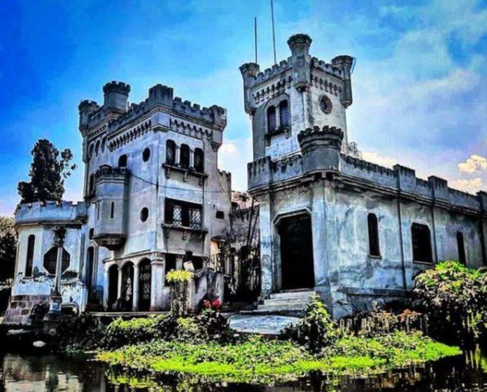 ¿Un castillo blanco en Xochimilco? Y se llega en trajinera