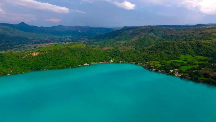 Sorpréndete con los colores de la laguna de Santa María del Oro, en Nayarit