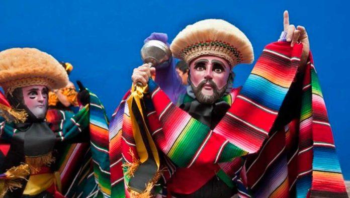 Sigue el baile de los fabulosos Parachicos de Chiapa de Corzo