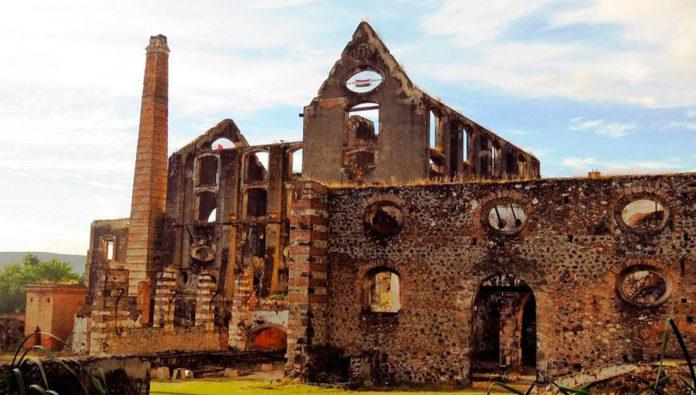 Hacienda de Coahuixtla: tour entre ruinas y pasajes subterráneos en Morelos