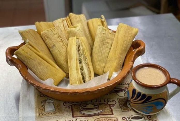 Atole: la historia del fiel acompañante de los tamales