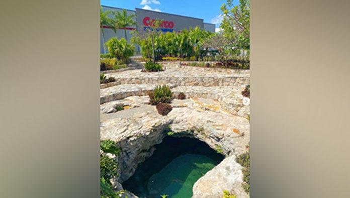 Ka Kutzal, el cenote que cede espacio a un supermercado