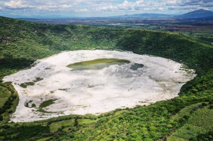 Cráter blanco de Parangueo, el extraño sitio que se alinea con la Osa Mayor