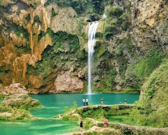 El Naranjo, un palacio de cascadas color turquesa