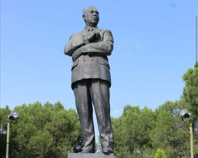 ¿Qué hace una estatua de Lázaro Cárdenas en Madrid?