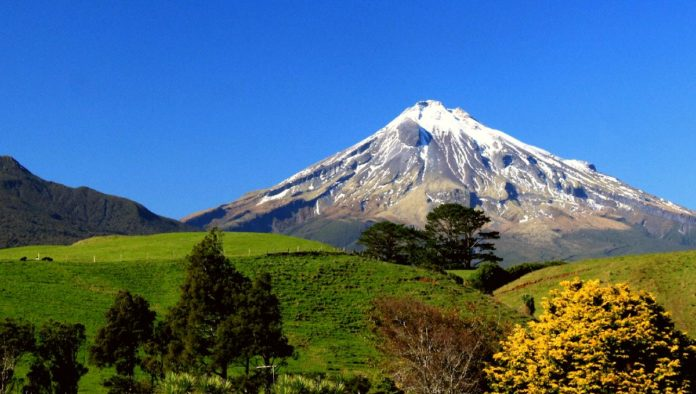 Monte Taranaki, desterrado por los celos de un volcán de Nueva Zelanda
