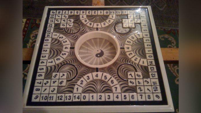 Poleana, el complejo juego de mesa que nació en la prisión