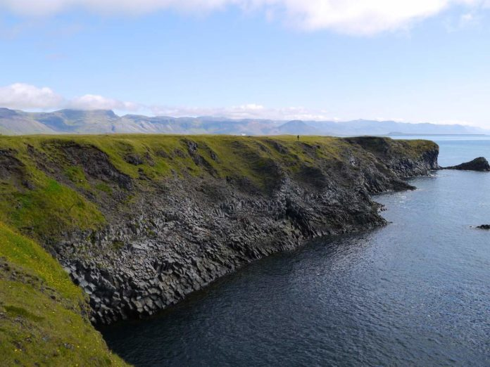 ¡Impresionante! Así es la roca elefante de Islandia