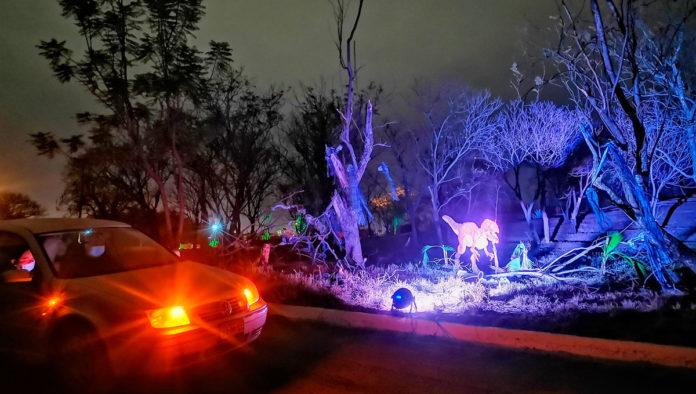 Safari Jurásico nocturno en el Museo Tamux, conduce hacia la diversión