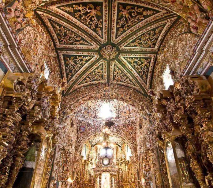 Templo de Santa María Tonantzintla, muestra clara del arte barroco mestizo