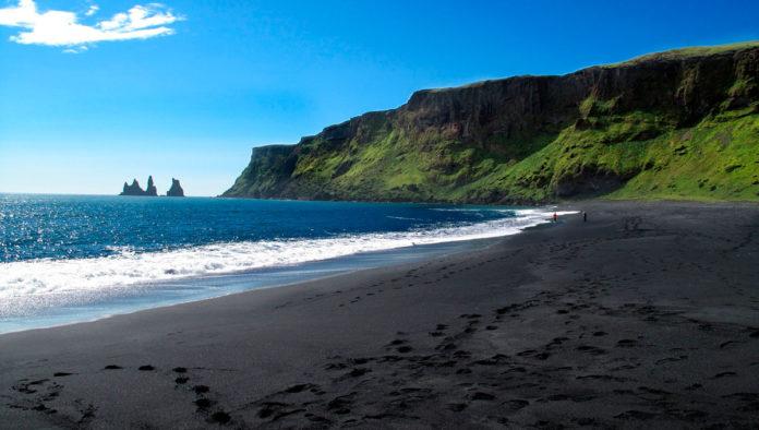 Vik, la impactante playa de arena negra en Islandia