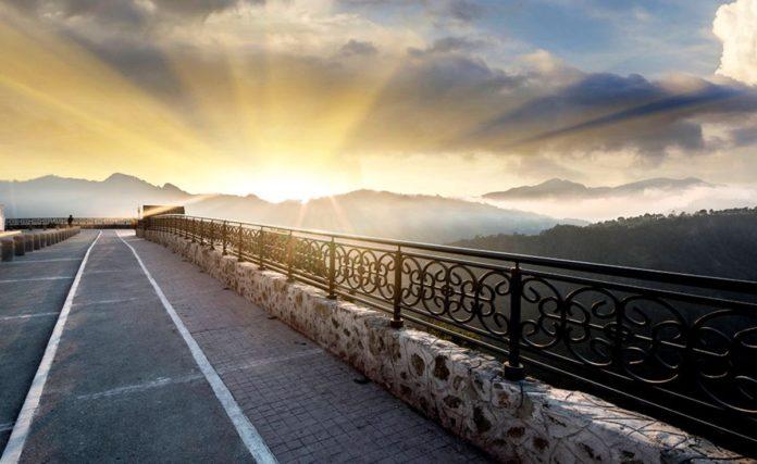 Mirador de cristal de Zacatlán, un paseo entre nubes