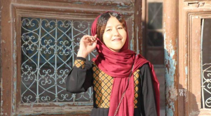 Fátima: la primera mujer guía turística de Afganistán