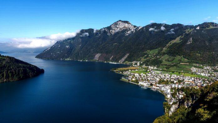 Aldea prehistórica en lago Lucerna en Suiza
