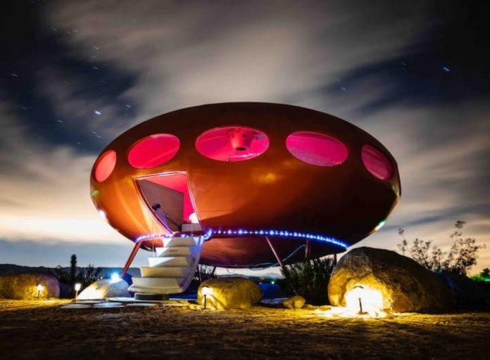 Area 55 Futuro House: el alojamiento que te hará sentir fuera de órbita