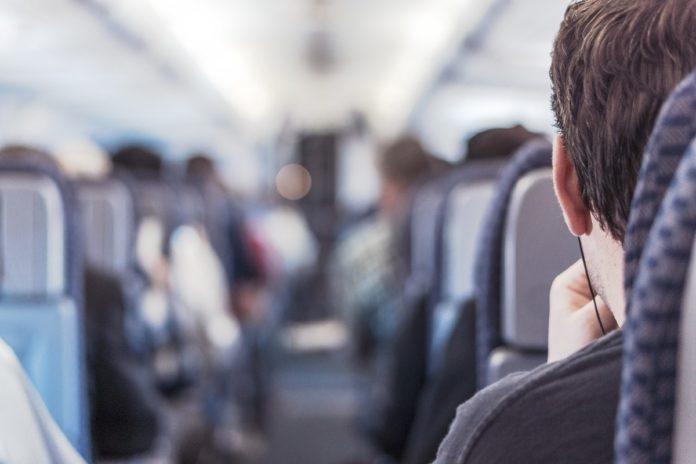Razones por las que podrían bajarte de un avión