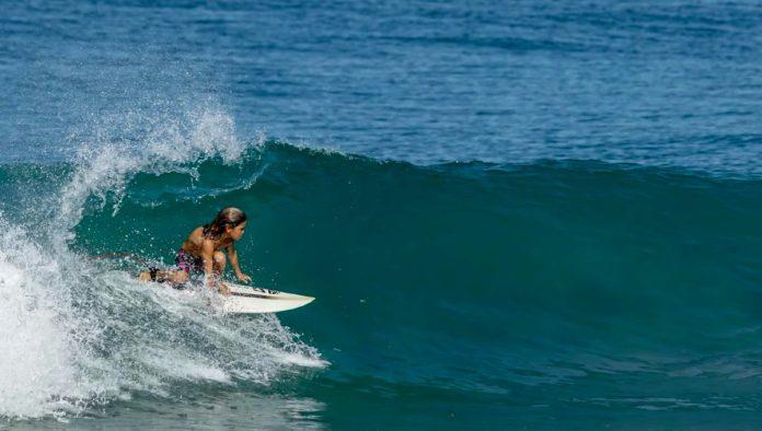 Kalama el niño surfista en Oaxaca