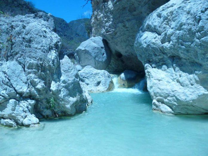Manantiales Kinjua: un oasis de aguas termales y barrancas