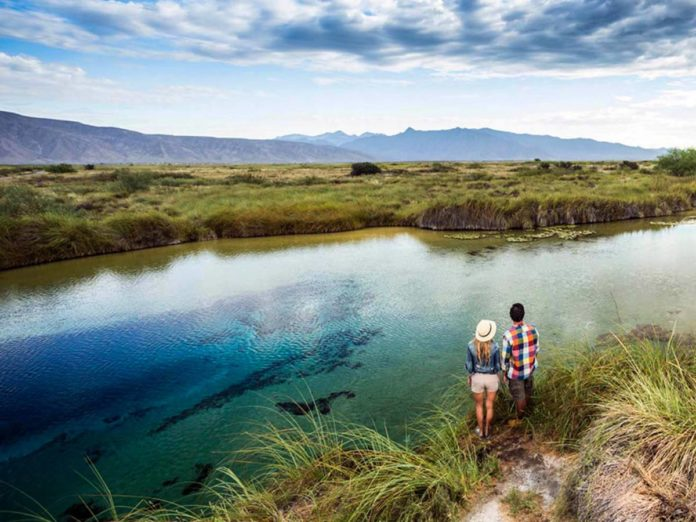 Poza Azul, un oasis natural en medio de la nada