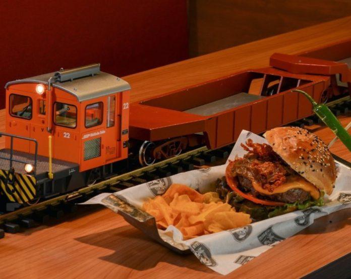 Train Bistro, el lugar donde tu comida llega en tren