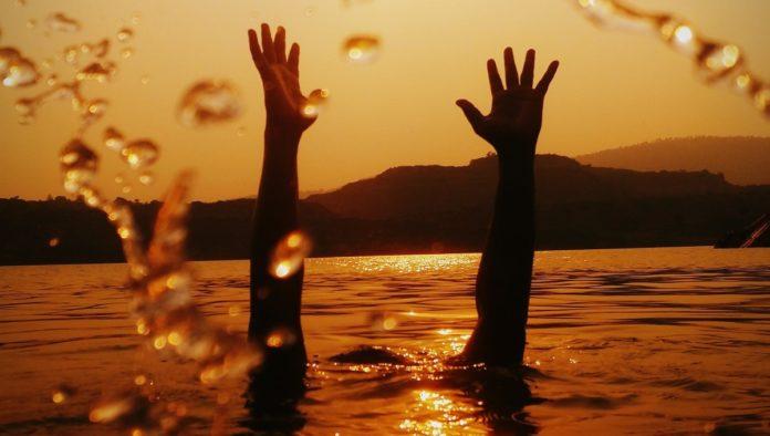 ahogando en el mar qué hacer