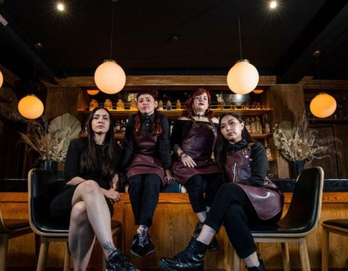 Brujas: el cocktail bar capitalino con pócimas mexicanas y liderado por mujeres
